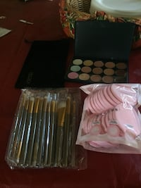 makeup brush set pack and eyeshadow palette