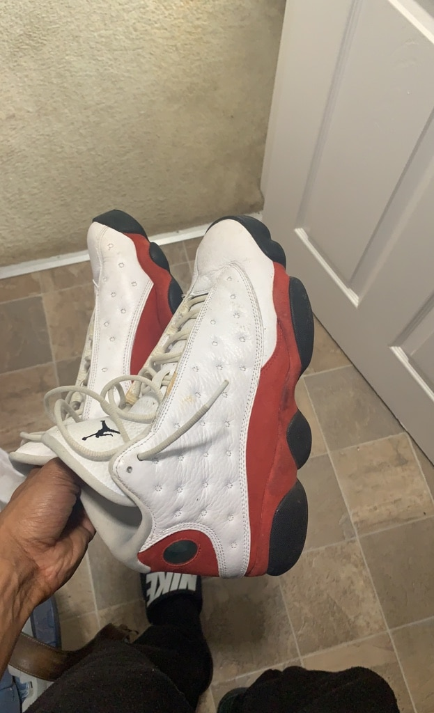 Used Fila Sneaker Size 10.5 USA RN# 91175 for sale in