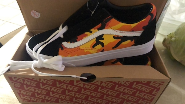 8986f237dbb Used Camo Vans Size 9 BRAND NEW for sale in Garfield - letgo
