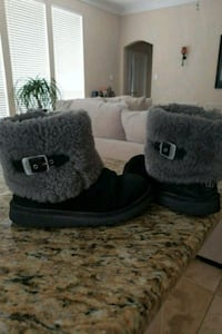 shoes UGS SIZE 3 Fort Worth, 76137
