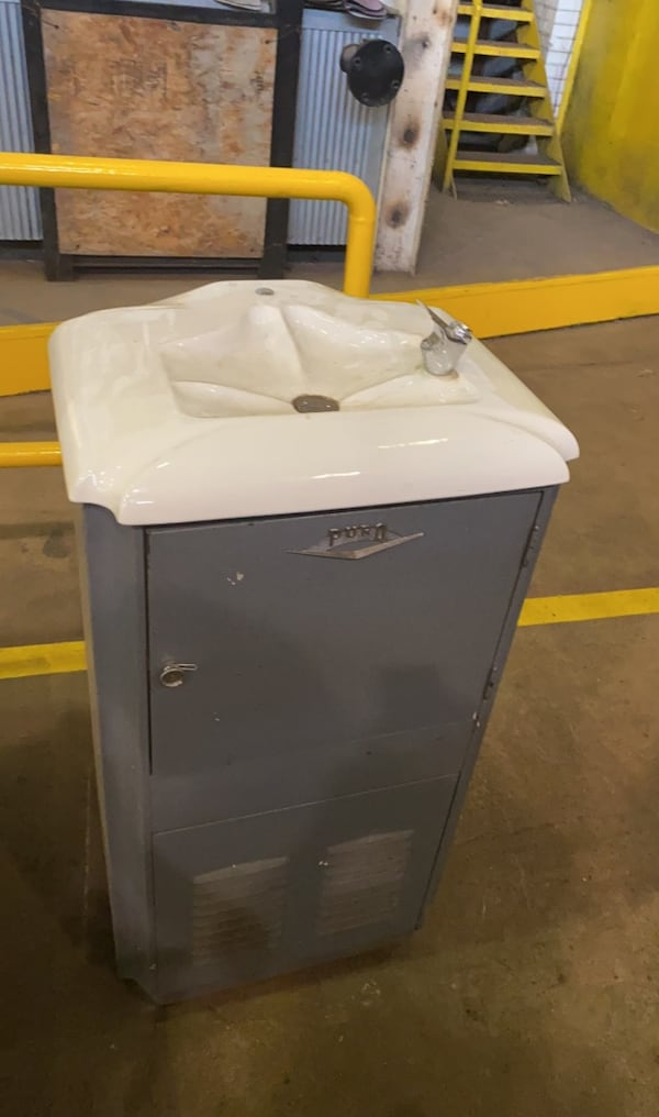 Commercial, vintage, historical water fountain/ mini fridge 8698e0ae-be30-4144-938d-90f54cb5ade7