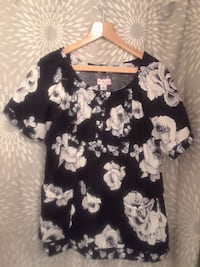 women's black and white floral blouse