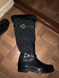 Black leather knee high boots size 9 Mississauga, L5A 2E9