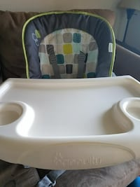 Adjustable height and tilt highchair