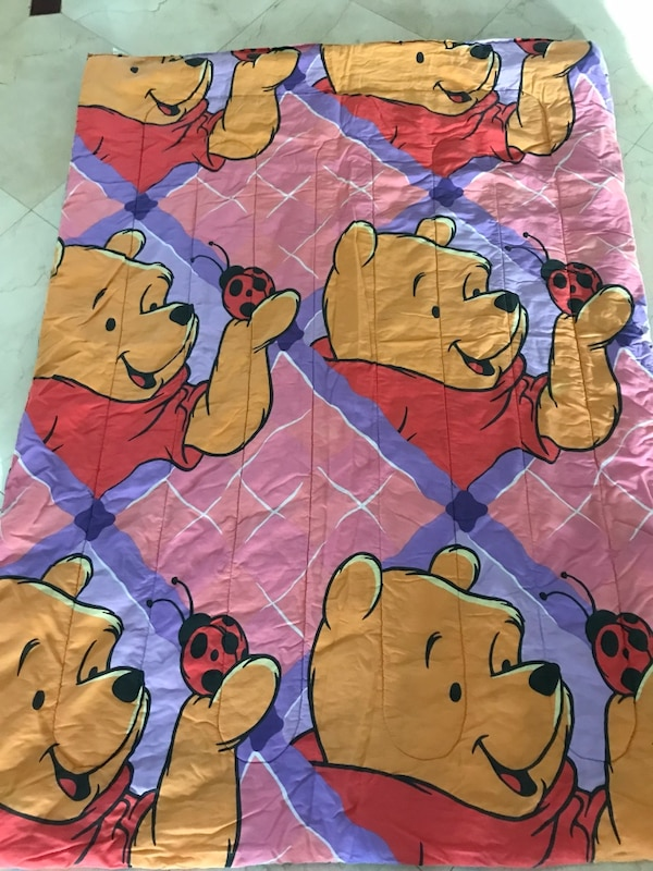 Winnie the Pooh Reversible Comforter Set - sheets included