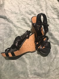 pair of black leather open-toe heeled sandals null, T1S