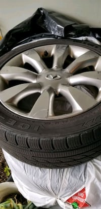 Used Infiniti Rims with 4 winter tires Mississauga