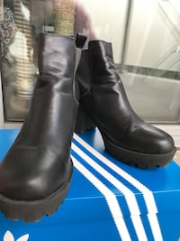 H&M women's black leather chunky-heeled boots Carnegie, 3163