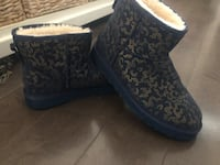 Authentic limited edition ugg boots ~ women's size 10 ~ as new (worn one day) Surrey, V4N 6A2