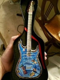 Mini fender guitar with swimming pool Chantilly, 20152