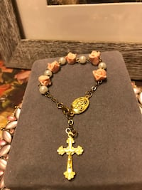 Pretty! Gold religious Cross Bracelet with pink roses