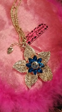 BRAND NAME DAZZLING FLOWER NECKLACE