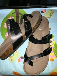 pair of brown-and-black sandals Holland, 43528