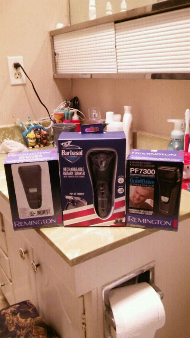 Photo Rechargeable Shaver Combo With Pop Up Trimmers
