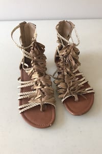 Girls gold gladiators size 4 for summer/vacation Toronto, M1E 1X5
