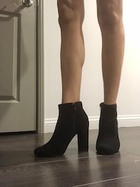 Women's pair of black heeled boots Los Angeles, 91423