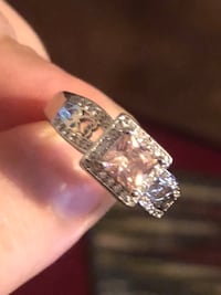 Stunning  ring with a pretty light pink stone size 9  North Chesterfield, 23234
