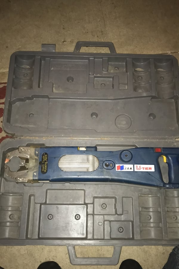 Automatic wiring tool NO BATTERY! Comes with tool only make an offer 9e24ba77-d9b3-4491-83d5-266f4fef1344