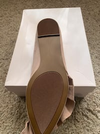 Size 8.5 high heeled shoes  Des Moines, 50313