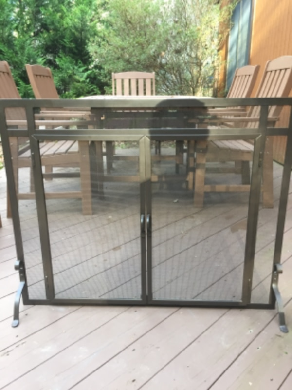 Plow and Hearth Freestanding Fireplace Screen
