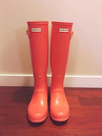 Rare colour no longer made! Classic Hunter boots tall coral size 8. Barely worn Nanaimo, V9R 2R6