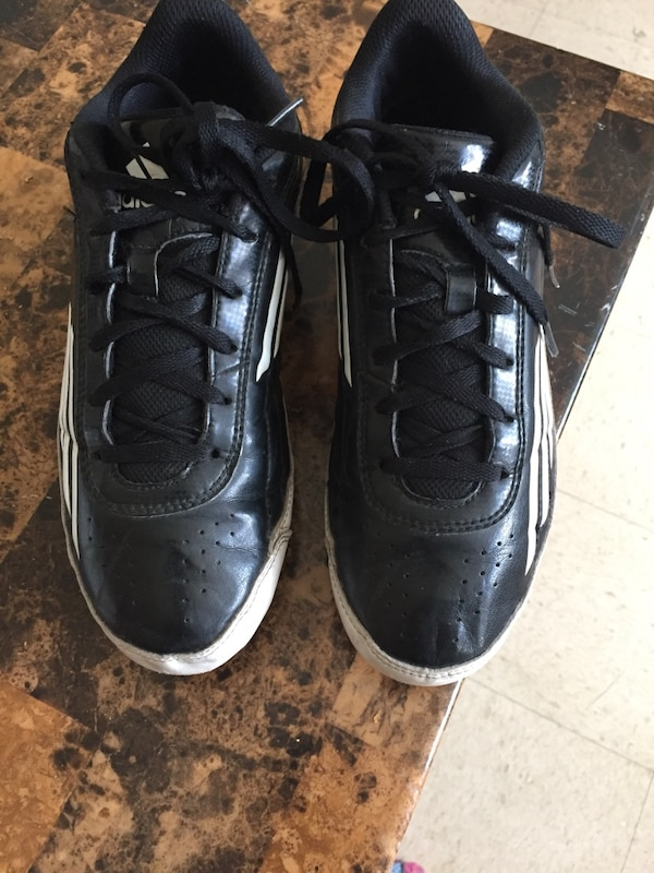 2fc91424cc3e Used pair of black adidas low-top shoes for sale in Winnipeg - letgo