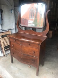Beautiful Antique Dresser with mirror on wheels Houston, 77008