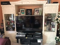 White tv entertainment unit West Palm Beach, 33409