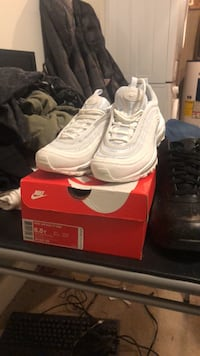 pair of white Nike Air Max shoes with box 55 km