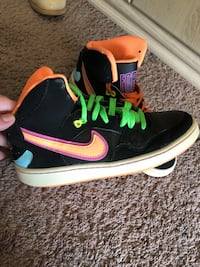 black-and-pink Nike high-top sneakers Edmonton, T5T