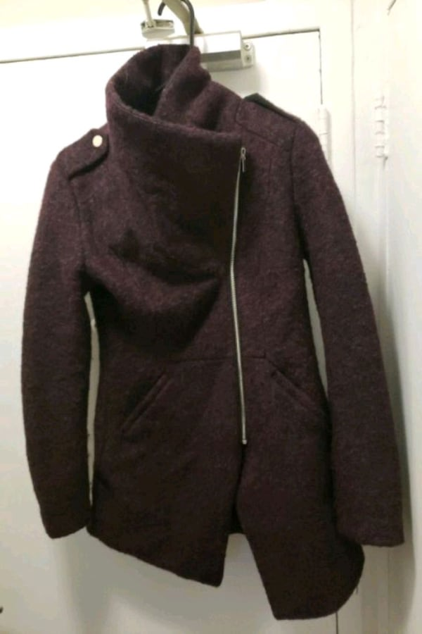 Dex jacket (size small) from Hudson bay c4271961-88d3-4d14-8a00-e8456f859b2f