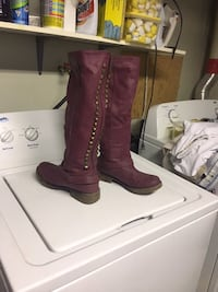pair of maroon leather boots Edmonton, T5P 1M5