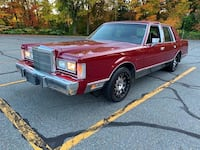 1988 Lincoln Town Car Signature 4dr Sedan