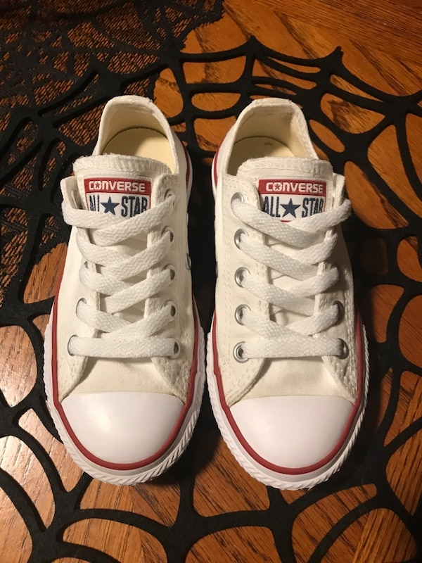 Used pair of white Converse All Star low-top sneakers size kids 11 ... 1bcb4955a
