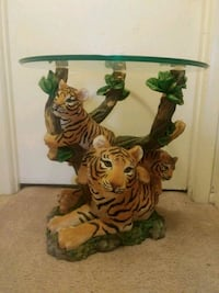 Tiger Table with removable glass top Maple Shade Township, 08052