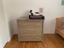 Changing cabinet table with 3 drawers