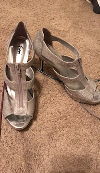 Pair of gray open-toe ankle strap heels Des Moines, 50317
