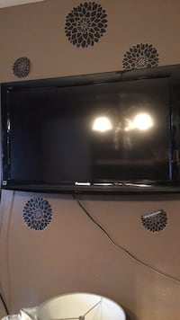 """32"""" flat screen tv. No remote or stand   London, N5V 1A9"""