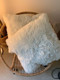 3 white sofa throw pillows Richmond, V7C