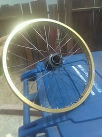 round gray and blue bicycle wheel