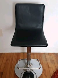 Barstool/Tabouret. BOUCLAIR $20  adjustable