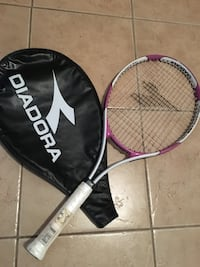 Pink and white used once tennis racquet with case Kelowna, V1W 4H3