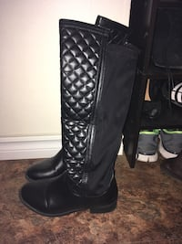 Black boots with stretchy back size 6 Cambridge, N3H 3J5