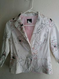 white and gray floral button-up shirt Oroville, 95966