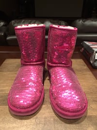 Pink Uggs-Size 3 girls, Size 5 women Vaughan, L4H 2W7