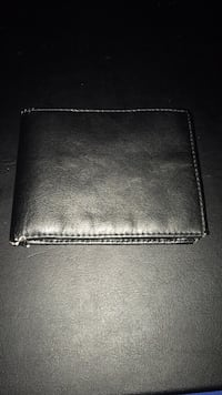 Black leather bi-fold wallet Toronto, M6R 1Z7