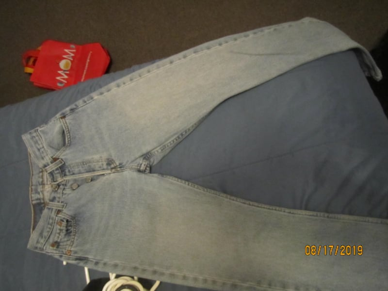 Womens VINTAGE 501 Levis 24 X 32- THESE ARE NOT MADE ANYMORE- SHOWING SOME SIGNS OF WEAR 937c5e94-6195-45f5-b36e-5d20caa8df32
