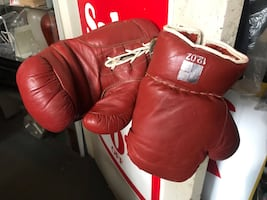 Boxing gloves in good shape