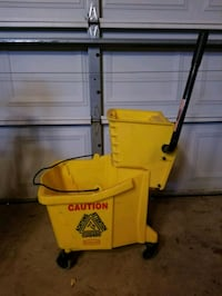 Industrial/Commercial Mop Bucket and pole.  606 mi