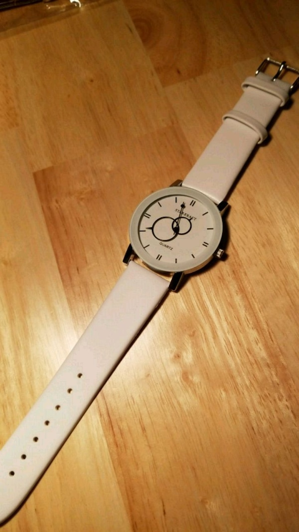 round silver analog watch with white leather strap a18762b9-47e8-4f80-9ddd-c6be759496bf